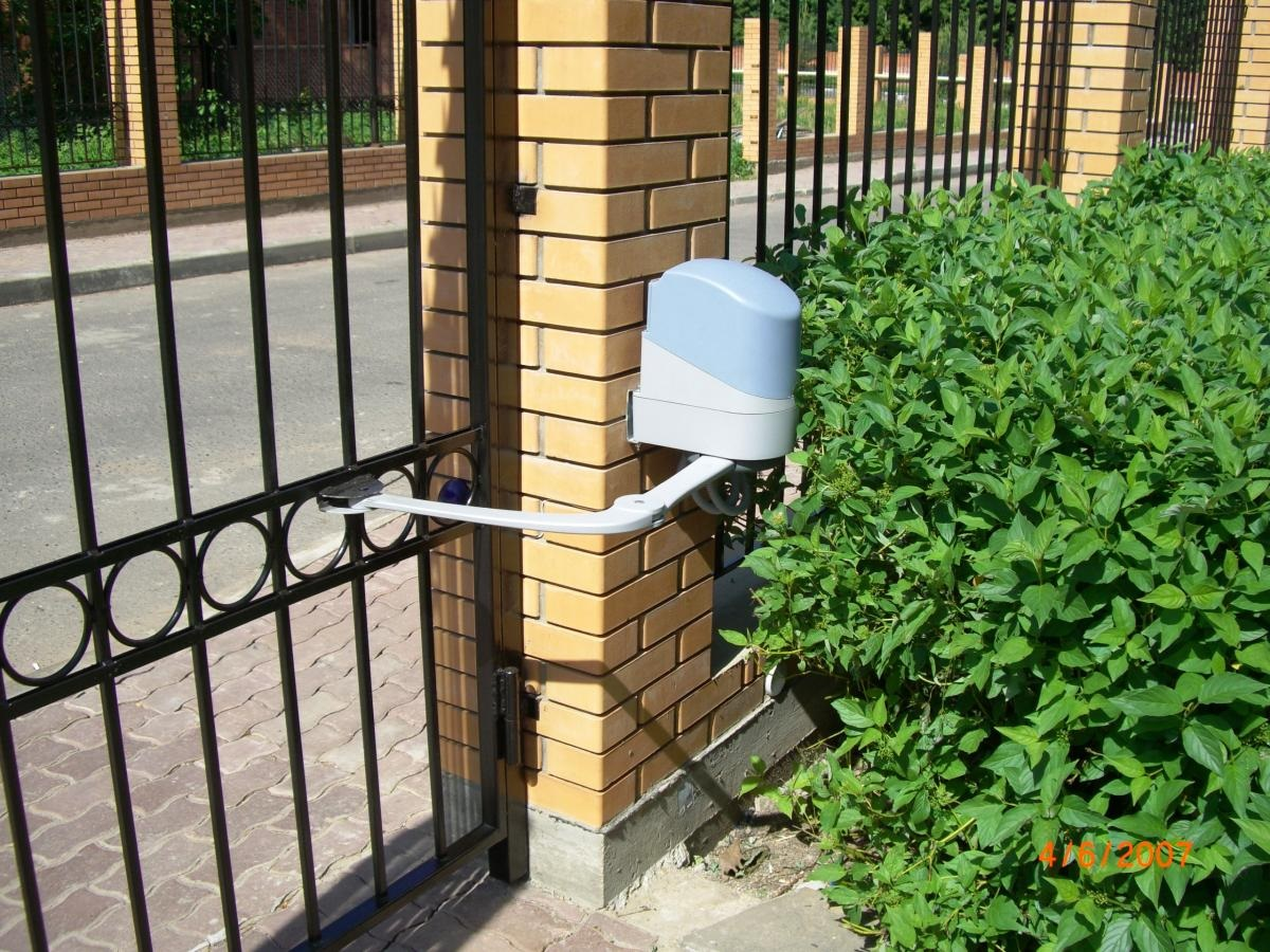 Распашные ворота с электроприводом своими руками